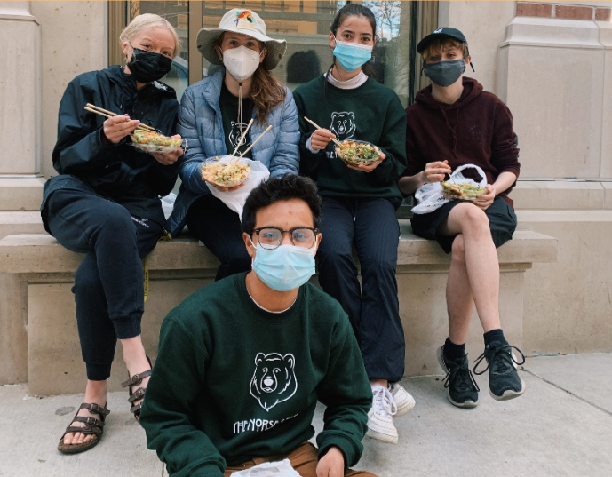 Norse+Star+seniors+in+a+Madison+alley+enjoying+their+poke+bowls.