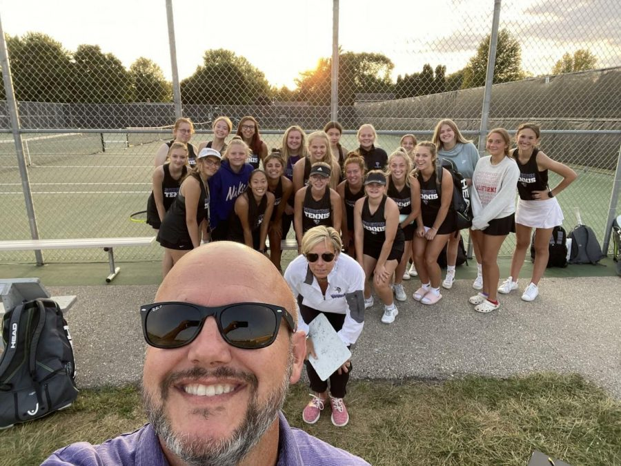 Model+takes+a+photo+with+the+Girls+Tennis+team.