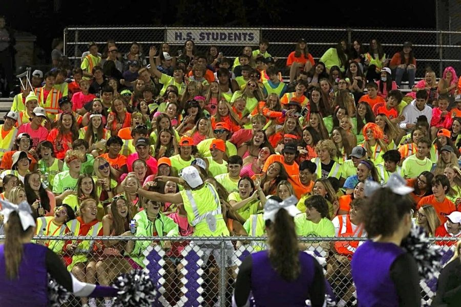 Senior+Adam+Slager+leads+SHS+students+in+the+Roller+coaster+cheer+before+the+start+of+the+third+quarter.